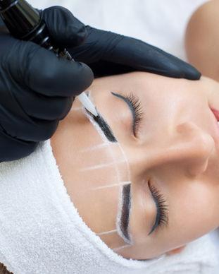 Ögonbrynbehandling