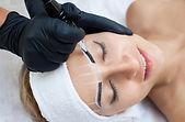 Augenbrauenbehandlung