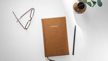 Journal vierge avec crayon