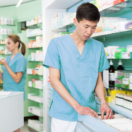 薬品棚の整理