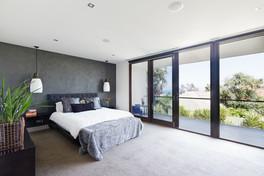 The Ponds - Main Bedroom