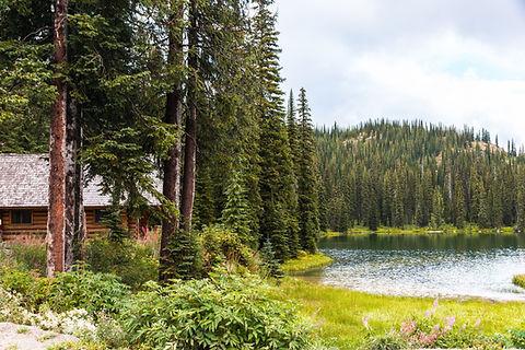 Cabine au bord du lac