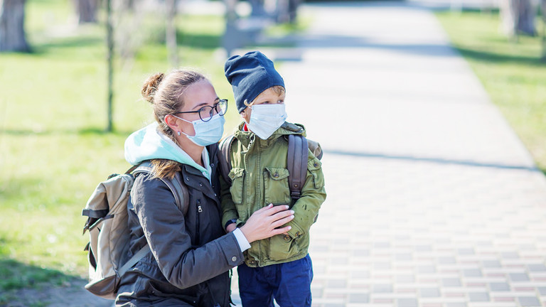 Regione Lazio, Zingaretti firma l'ordinanza che impone l'uso delle mascherine anche all'aperto.
