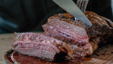 Comment bien couper sa viande?