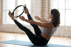 Prática de Pilates no estúdio