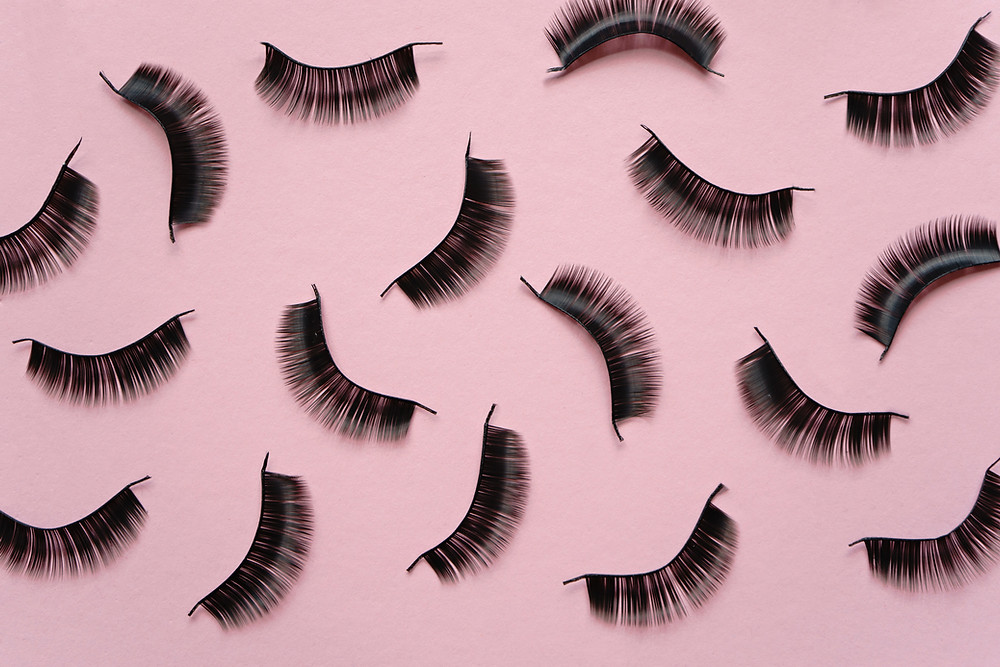 6 steps to applying false eyelashes the right way