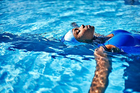 woman-swimming