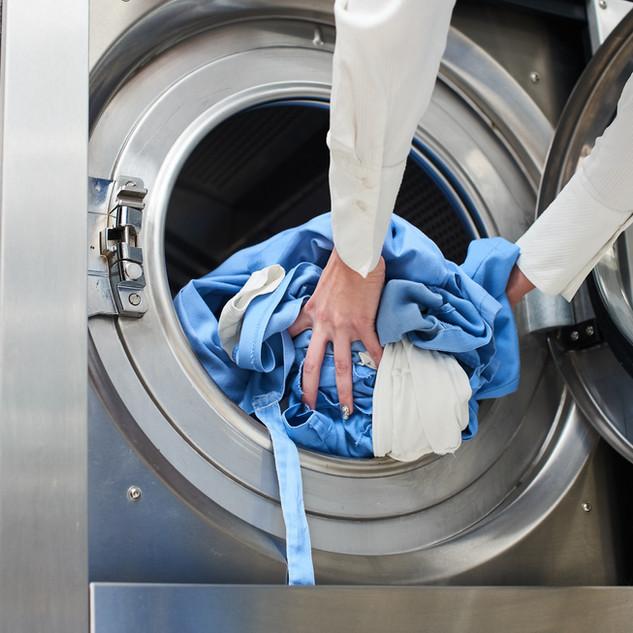 Laddar tvättmaskinen