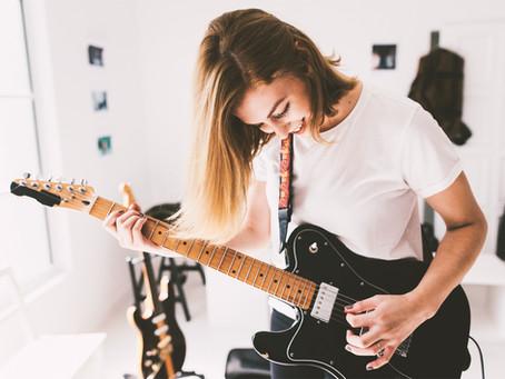 20 manieren om je gitaarspel te verbeteren