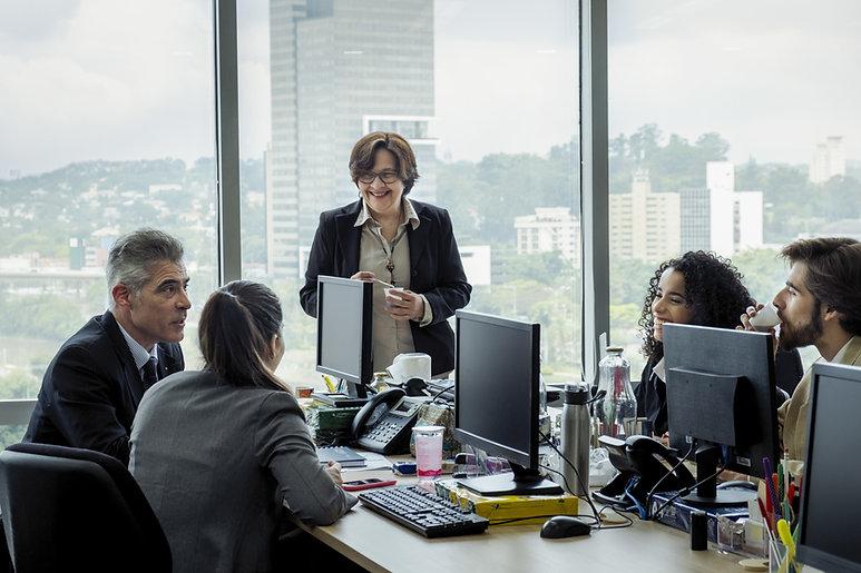 No escritório