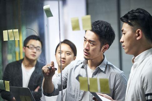 Brainstorming-Team-Meeting