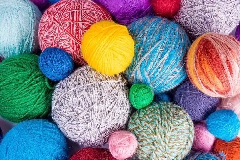 Boules de laine multicolores