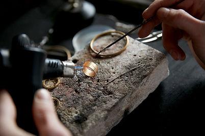 Vormgeven van gouden ring