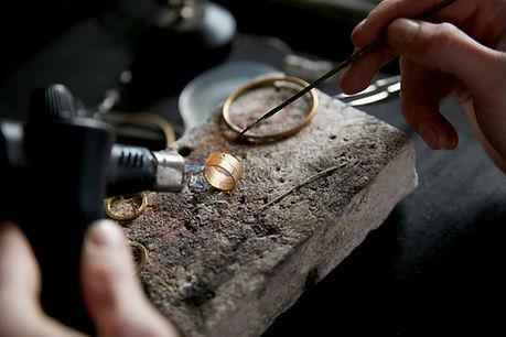 Formando anillo de oro