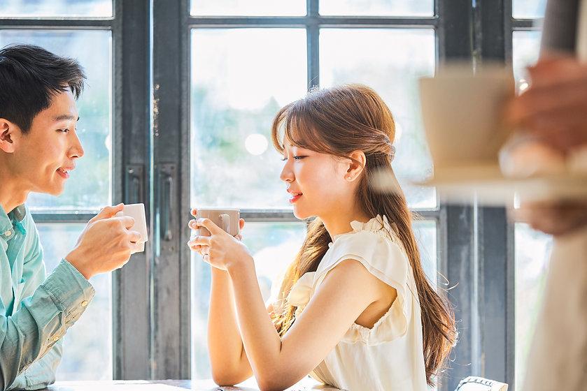 カフェでのカップル