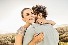 Abrazo de parejas
