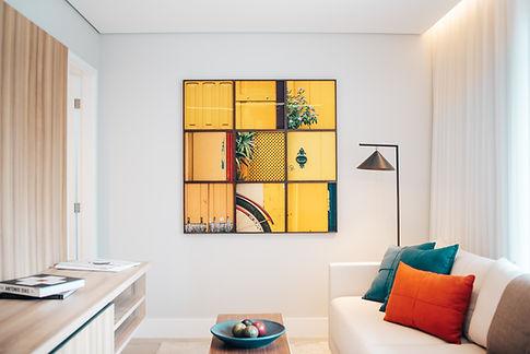Wohnzimmer mit Galeriewand