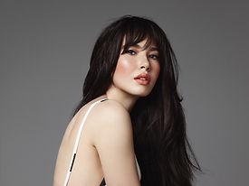 Model met zwart haar