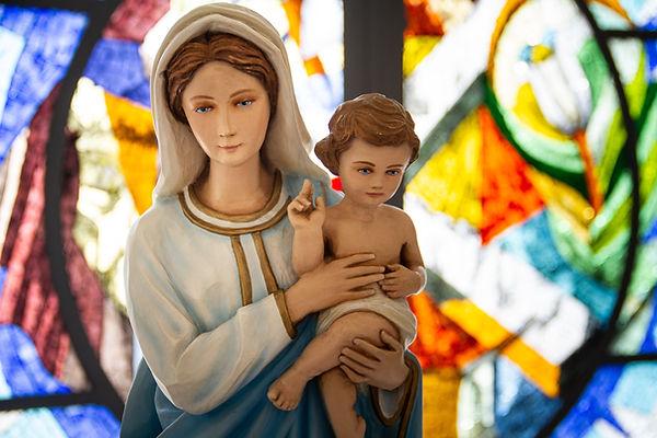 Jungfrau Maria und Jesus Statue