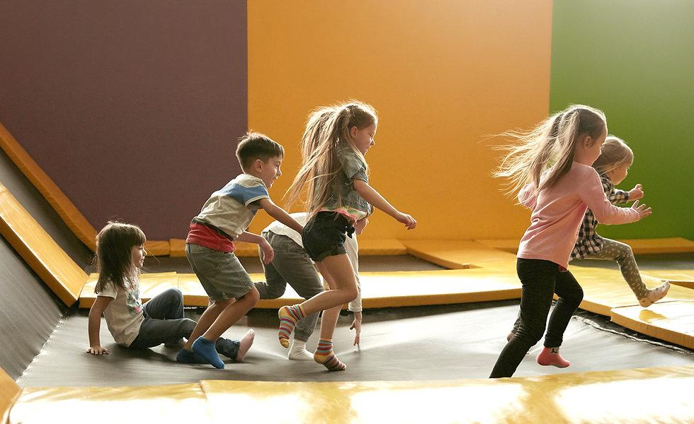 Kinder, die laufen