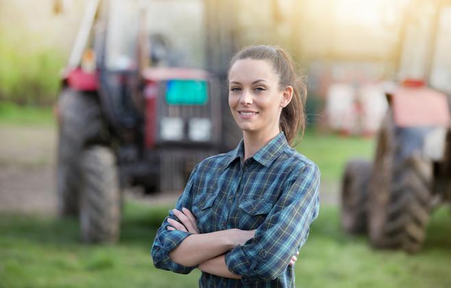 Genç kadın çiftçi