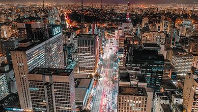 Vistas da cidade à noite