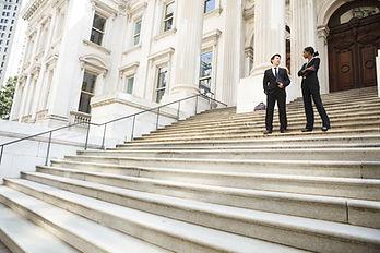 Gerichtsgebäude Schritte