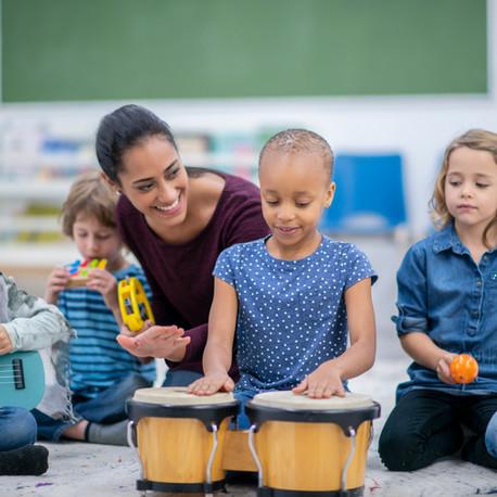 Música para crianças incentiva a criatividade
