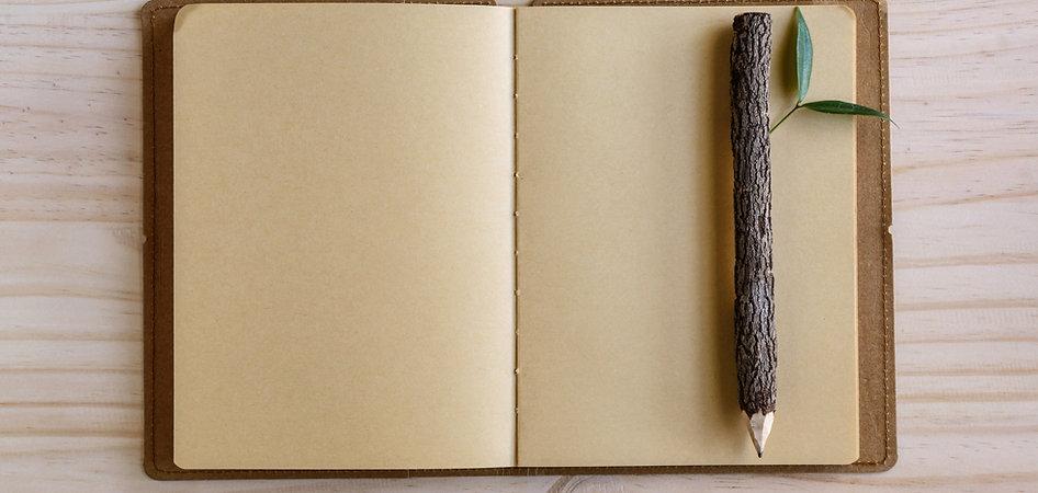 Ołówek i notatnik z drewna