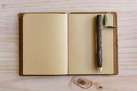 Houten potlood en notitieboekje