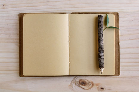 Lápiz y cuaderno de madera