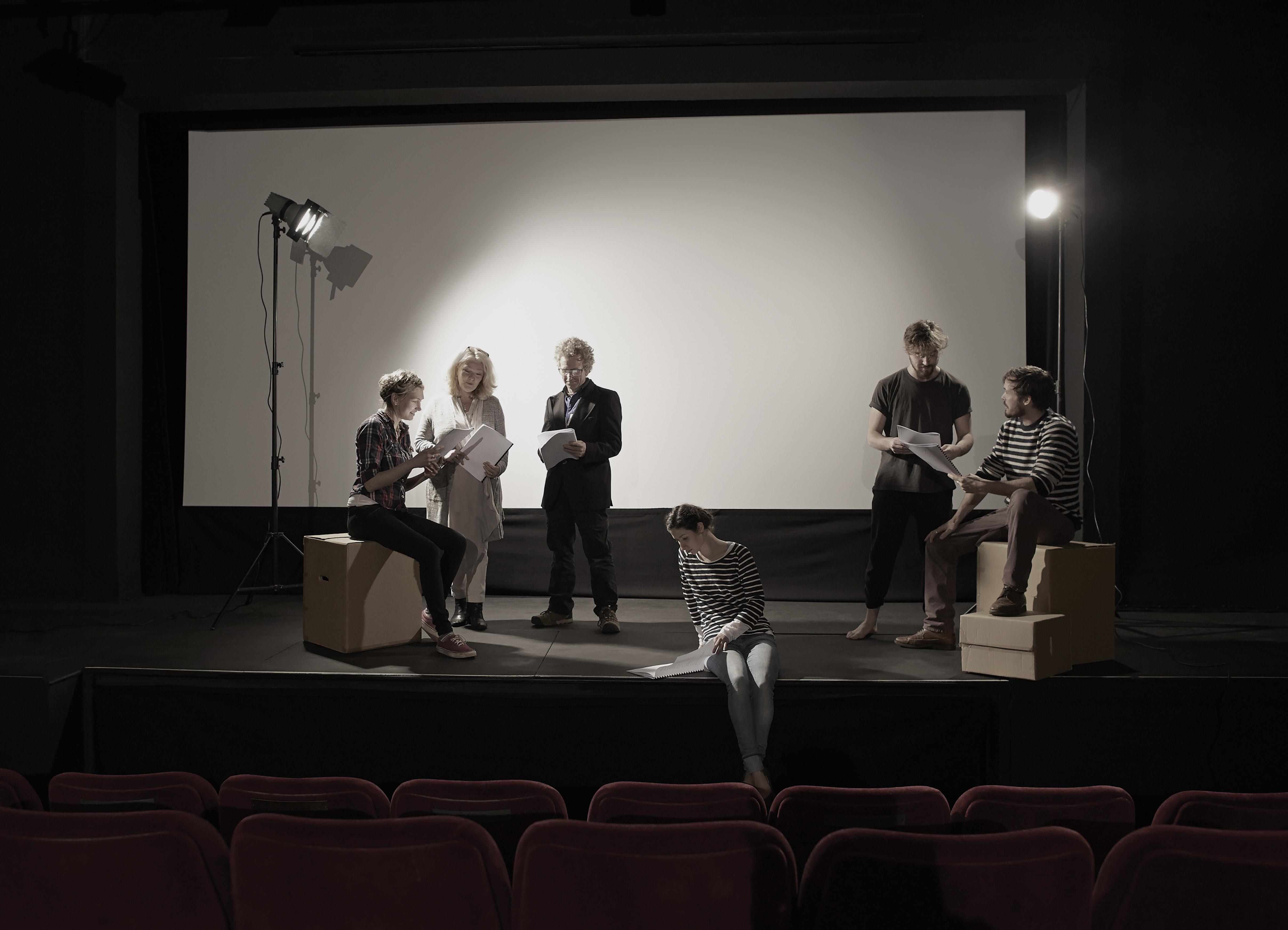 Actores ensayando