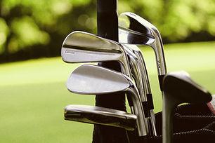 Sac de golf avec des clubs