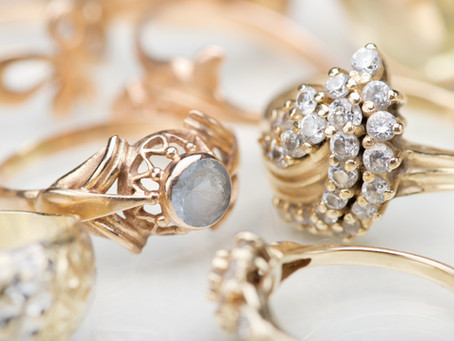 How to assess the value of antique jewelry