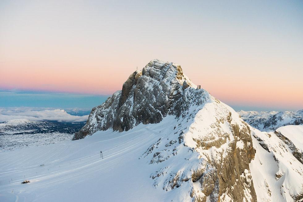 montaña cubierto de nieve