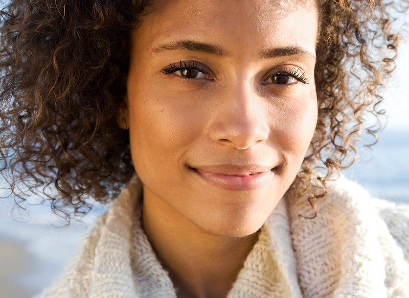 Portræt af smuk kvinde
