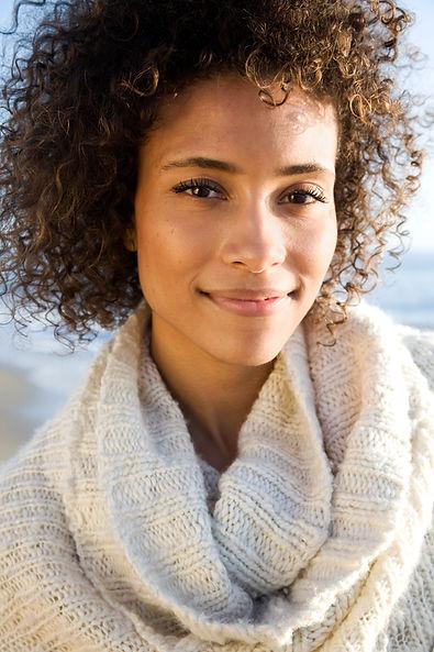 Porträtt av vacker kvinna