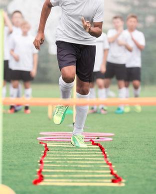 Garçons pendant une pratique sportive