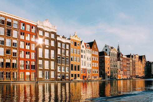 水に映る建物