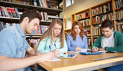 Étudiants à la bibliothéque