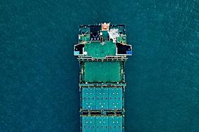 Navire cargo en mer