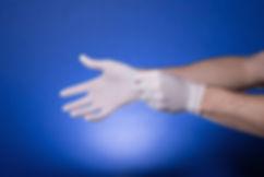 Des gants en caoutchouc