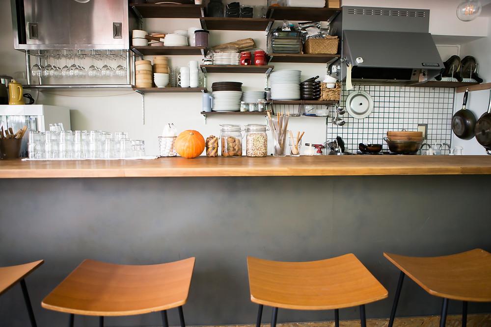 賃貸の対面キッチンのカウンターの幅は意外に狭いです