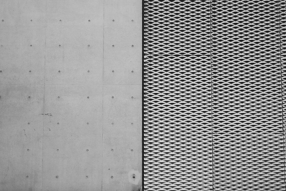 コンクリートと鋼の壁