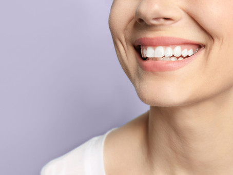 Moment of Tooth: 5 Natural Ways to Whiten Your Teeth From Home + DIY