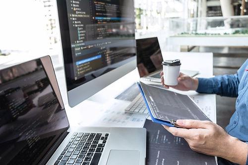 Externalisation de postes sur l'informatique et le digital