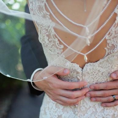 Die Braut umarmen