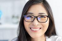 メガネの似合う女性