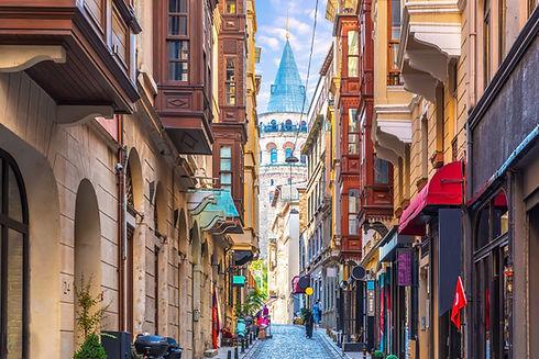 Istanbul_AdobeStock_302503507