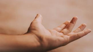Hånden når ut